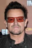 U2 s Bono cae en el bar de Nueva York para cantar