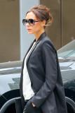 Victoria Beckham s elegante tomar en el desordenad...