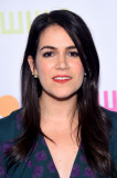 Abbi Jacobson Long Side Part Nuevo