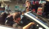 Vídeo Shah Rukh Khan y AbRam Khan manchados en BMW...