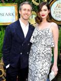 Adam Shulman en la esposa Anne Hathaway como madre...