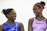 Simone Biles dejó la risa con su hermana Adria mie...