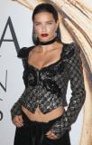 ADRIANA LIMA en los CFDA Fashion Awards en Nueva