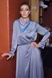 Alana Hadid en la nueva familia Lou Grey Collab Ha...