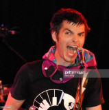 Alex Greenwald de Phantom Planet durante el Phanto...