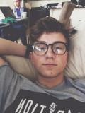 Alexander Holtti Idek es tan lindo con sus gafas