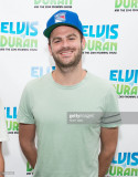 Alex Pall de The Chainsmokers visita Elvis Duran Z...