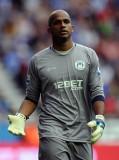 Ali Al Habsi Ali Habsi de Wigan Athletic mira dura...