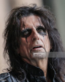 La cantante Alice Cooper interpreta en vivo en el...