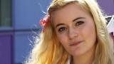 19 años de edad, Harrodian Alice Felgate represent...