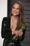 Alicia Vikander Vanity Fair Oscar 2016 en Beverly