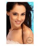Amrit Sandhu Mujer