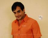 Angad Hasija como Alekh Rajvansh que parece elegan...