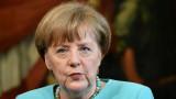 La canciller alemana Angela Merkel da una rueda de...