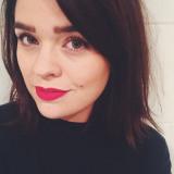 Anna Gardner de Vivianna hace maquillaje en