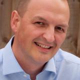 Anthony Wilson es un poeta escribiendo tutor blogg...