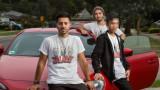 Max frente y Arman Jalal con sus 16yearold coaccus...