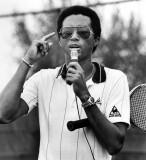 Arthur Ashe se representa abajo con el equipo 1982...