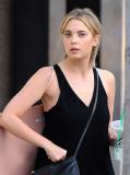 Ashley Benson de compras en Beverly Hills