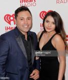 Oscar De La Hoya y Atiana De La Hoya asisten al iH...