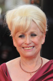 Barbara Windsor llega a los premios Olivier 2012