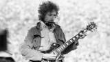 Bob Dylan actuando en el estadio Kezar en San Fran...
