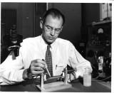 El invento de Edison s Heir Bob Hall se ilumina en...