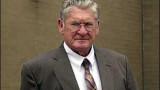 El acusado de asesinato Bobby Frank Cherry sale de...