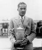 Bobby Jones posa con su trofeo Amateur británico
