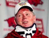 Bobby Petrino es despedido como entrenador de fútb...
