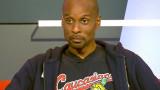 Bomani Jones lleva la camisa de los caucásicos con...