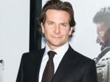 Bradley Cooper se acerca a Barbara Walters