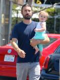 El nuevo padre Brandon Jenner salió con su esposa...