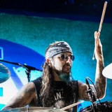 Mike Portnoy 49 Batería 31 Ruth Connell 37 TV
