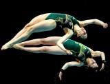 Briony Cole y Anabelle Smith de Australia compiten...