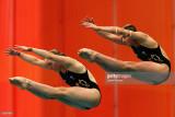 Briony Cole y Melissa Wu de Australia compiten en...