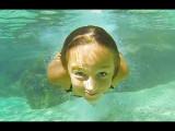 Carla Underwater en una natación natural