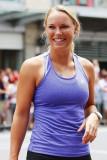 Caroline Wozniacki Juega una exposición de tenis