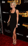Chelsea Kane bailando con el décimo aniversario de...