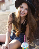 Chloe East 14 hermosa bailarina