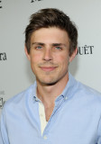 Chris Lowell Actor Chris Lowell asiste a la sexta...
