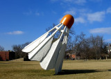 Claes Oldenburg Shuttlecocks en el Museo NelsonAtk...