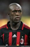 Clarence Seedorf se queda en Milán