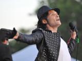 Corey Feldman hace la impresión de Michael Jackson...