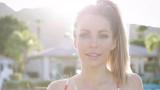 Crystal Hefner comparte la imagen de Bikini Racy d...