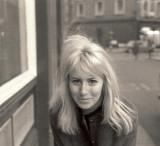 La primera esposa de John Lennon, Cynthia Lennon,...