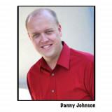 Danny Johnson como se ve en Comedy Central con Vie...