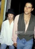 Lisa Marie Presley y Danny Keough en el teatro de...