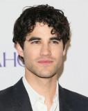 Darren Criss tipo pelle capelli salute fuma