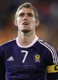 Darren Fletcher Darren Fletcher de Escocia mira an...